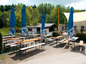 Blick auf den Biergarten des Café Walkenmuehle