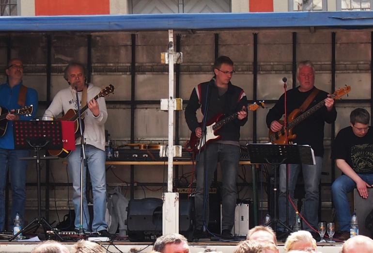 Foto der Band Folk Company bei einem Auftritt in Lemgo