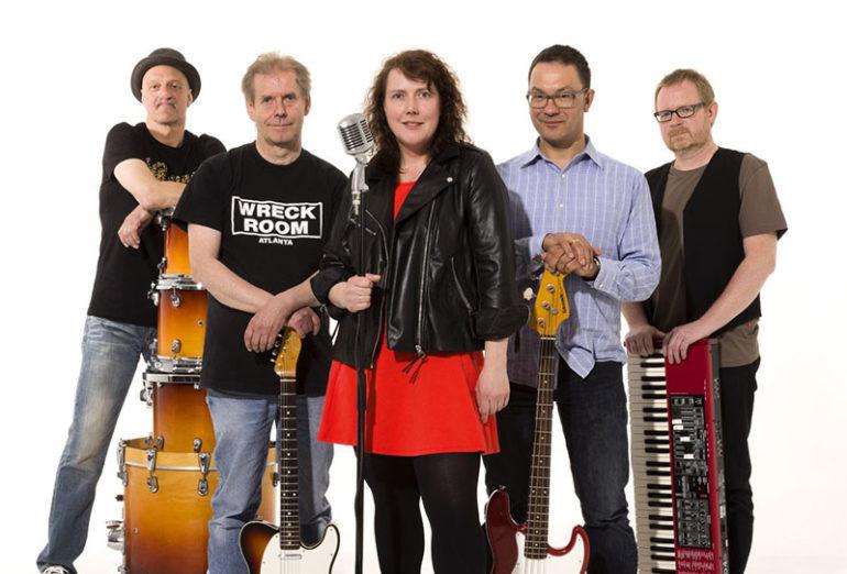Foto der fünf Musiker der Band Blue Alley